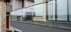 Что надо знать о стеклянных ограждениях для дома